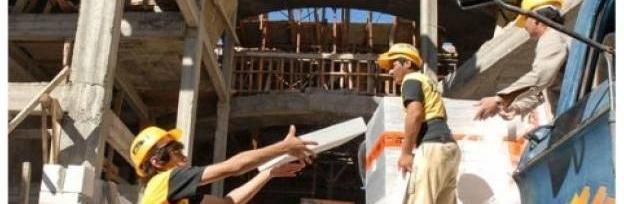 El trabajo se mantiene a buen ritmo en la construcción por la finalización de obras; en otros sectores cayó el número de empleados / Foto: archivo www.turello.com.ar