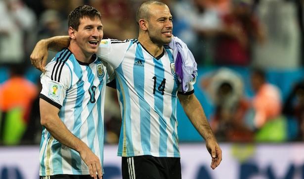 Cuando los genios fallan (Messi) aparecen los Mascherano con su voluntad y entrega para lograr el objetivo  Foto: www.fdpradio.com