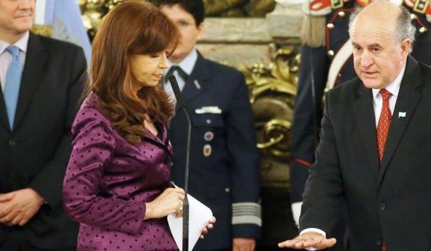 El 17 de diciembre de 2014 Oscar Parrilli juró como titular de Inteligenica. Las conversaciones con la ex presidenta los comprometen | Foto: infobae.com