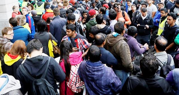 Las colas son comunes en Venezuela para obtener alimentos y productos para el hogar | Foto: noticiasmontreal.com
