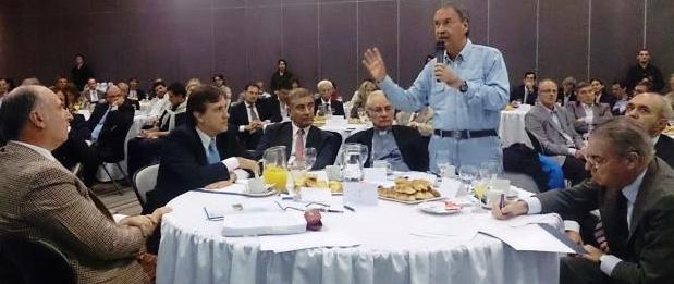 Schiaretti habla. Lo escuchan Accastello, Llaryora, Agua, Ñáñez, Kesman y Parga   Foto: lavoz.com.ar