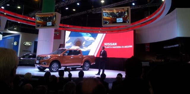 José Luis Valls presentando la pickup que se fabricará en Córdoba: Nissan NP 300 Frontier