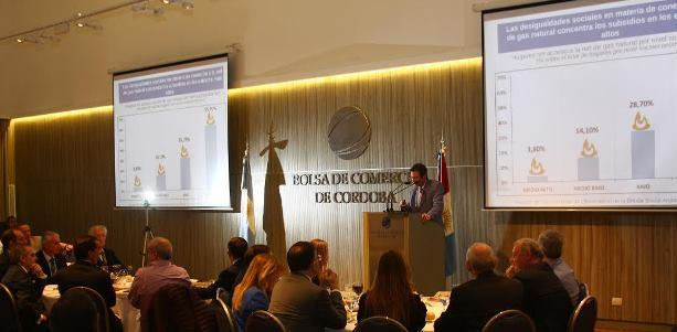 El análisis de Ramiro Sosa Navarro sobre la economía argentina y el consumo en la Bolsa de Comercio de Córdoba