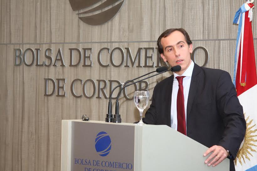 Hugo Alconada Mon en la Bolsa de Comercio de Córdoba.