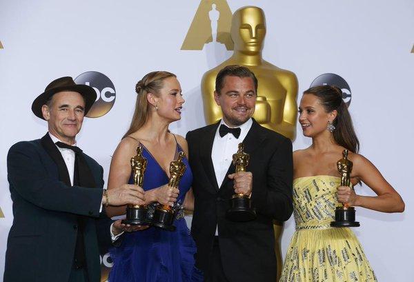 Los ganadores de la Noche. De izq. a der.: Mark Rylance, Brie Larson, Leonardo Dicaprio y Alicia Vikander | Foto: El Mundo
