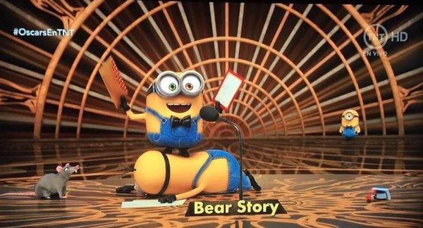 Los Minions entregaron el Oscar a Mejor corto animado.