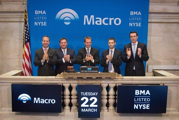 Campana de inicio en NYSE por autoridades de Banco Macro, encabezadas por Jorge Pablo Brito, junto a Federico Carballo, Alejandro Macfarlane, y Jorge Scarinci. | Foto: prensa Macro
