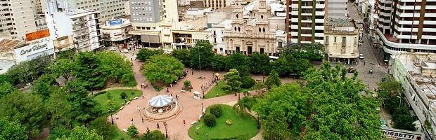 La tradicional plaza Roca, eje de la ciudad de Río Cuarto, donde habrá elecciones el 12 de junio próximo | Foto: archivo Turello.comar