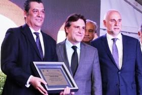 Carlos Belda (Air Europa Argentina) recibe la distinción del Gobierno de Córdoba | Foto: prensa.cba.gov.ar