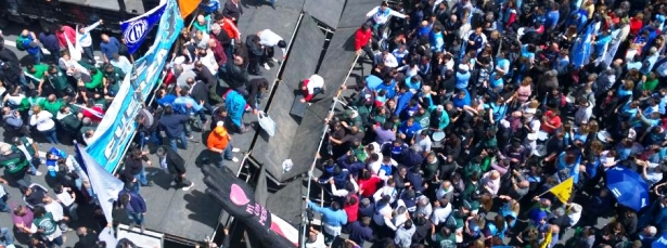 ¿Un mal presagio? El palco cedió en el acto de los estatales | Foto: lavoz.com.ar