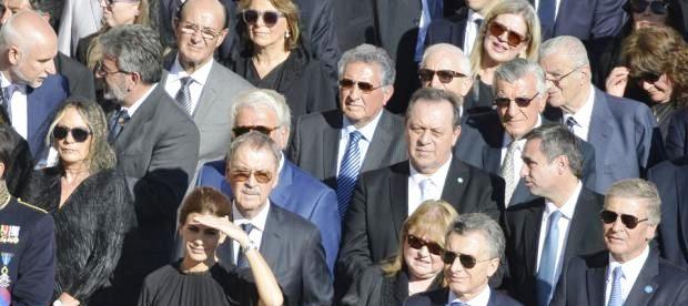 Confluencia política: Awada, Macri y Aguad en primera fila; detrás Schiaretti (que tapa a De la Sota), Santos y Mestre; más atrás Bañuelos, González, Nazario y Gioja, entre otros   Foto: lanacion.com.ar