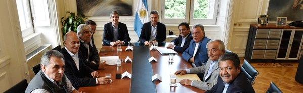 Macri con la CGT en un cónclave anterior. Hoy,. se sumarán los empresarios al diálogo   Foto: archivo Turello.com.ar