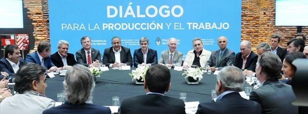 El Gobierno vuelve al diálogo con gremialistas, legisladores y gobernadores obligado por la presión del PJ | Foto: archivo Turello.com.ar