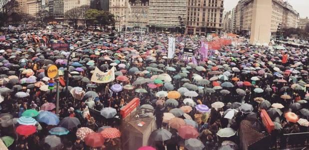 #NiUnaMenos: multitudes en todo el país para reclamar por la violencia contra la mujer   Foto: Twitter @lulens