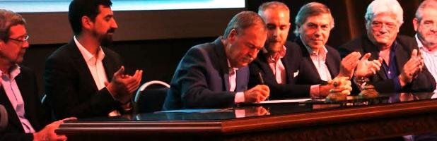Schiaretti firma la adhesión al programa alimentaria ante funcionarios y supermercadistas   Foto: prensa.cba.gov.ar