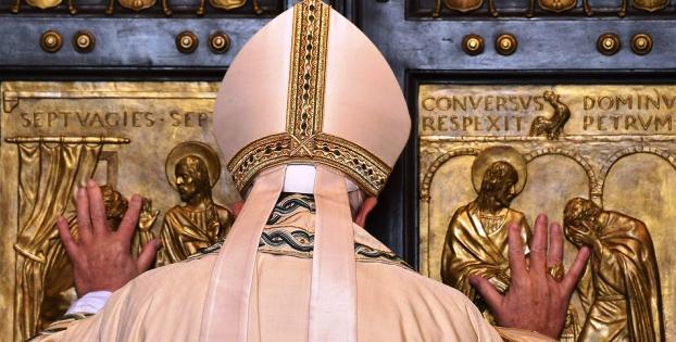 El Papa cerró la puerta de Roma, tras el Año del Jubileo y anunció nuevas disposiciones sobre el aborto | Foto: La Voz de Galicia