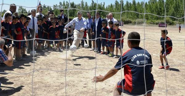 Macri le pega fuerte al fútbol, como tratando de despejar incógnitas sobre el futuro | Foto: infobae.com