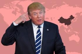 Para Trump las exportaciones de China a Estados Unidos son un problema   Ilustración: en base a imágenes editadas digitalmente de PngAll.com y FreeWorldMaps.net