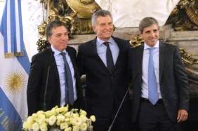 Dujovne y Caputo juraron ayer como ministros ante Macri | Foto: clarin.com