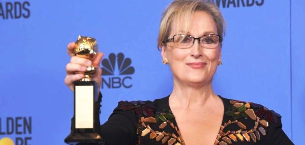 Meryl Streep exhibe el Golden Globe a la trayectoria. El discurso tuvo un fuerte tono político | Foto laprensa.hn