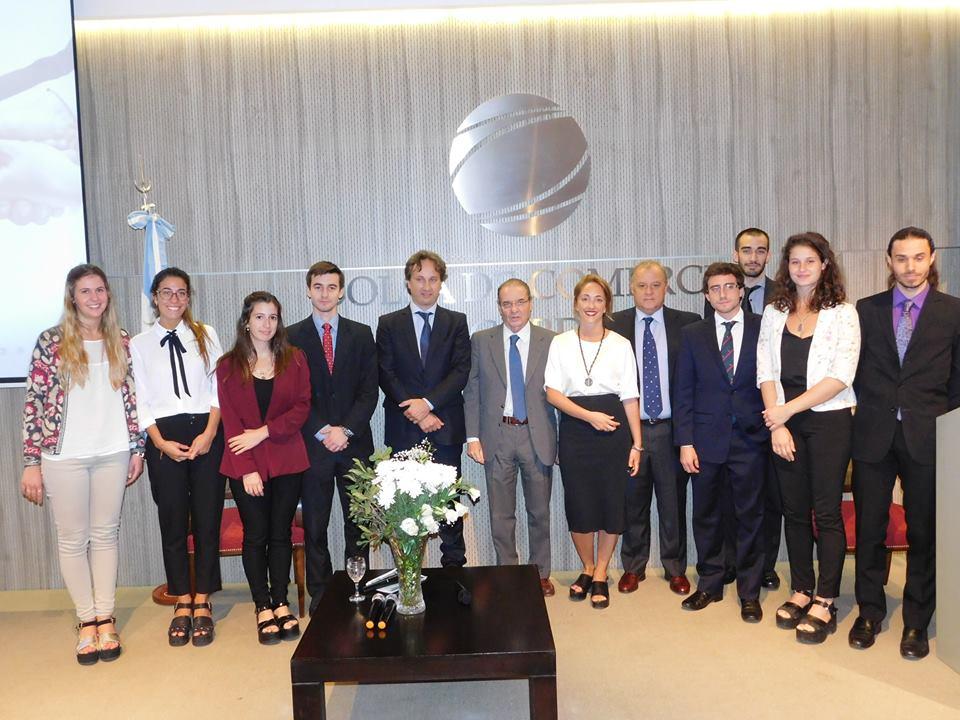 Horacio Parga (en el centro) junto al equipo del Instituto de Investigaciones Económicas | Foto: Bolsa de Comercio de Córdoba.