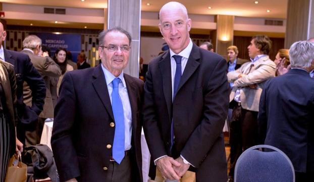 Horacio Parga y el embajador británico, Mark Kent, quien también habló de fútbol | Foto: Bolsa de Comercio de Córdoba