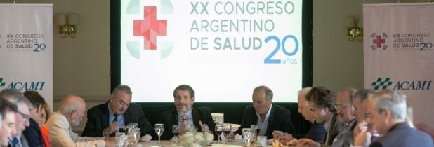 Hugo Magonza, presidente de ACAMI, presenta en Córdoba el 20° Congreso. A su derecha, el titular de OSDE, Jorge Monzani.