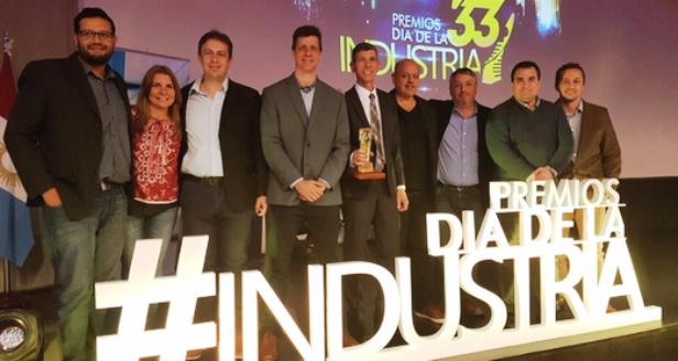 El equipo de Vates en los premios Día de la Industria | Foto: fanpage de Vates.