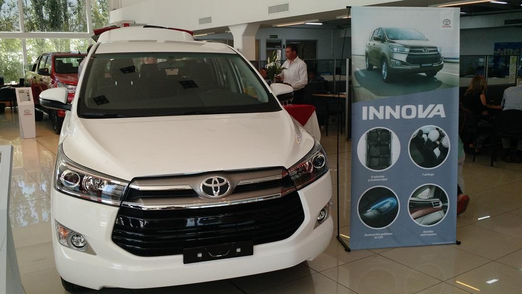 Innova, la minivan para ocho pasajeros de Toyota con motor 2.7 | Foto: Turello.com.ar