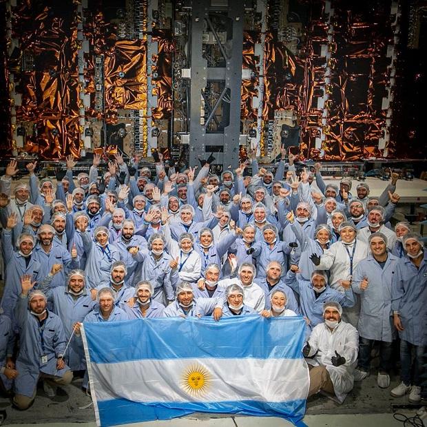 Ingenieros argentinos participantes del satélite SAOCOM | Foto: CONAE.