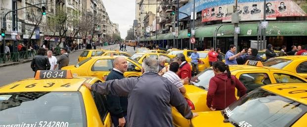 Taxistas y remiseros de Córdoba protestaron en contra de Uber | Foto: lavoz.com.ar