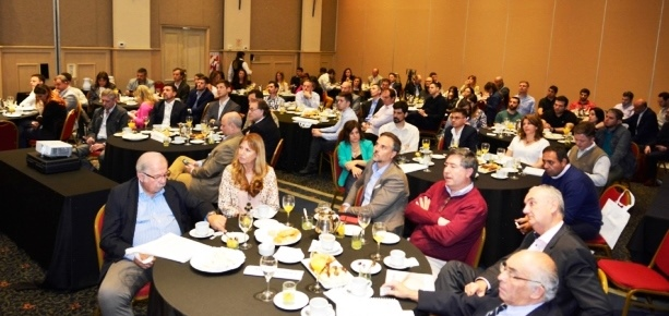 Empresarios y funcionarios que concurrieron al evento | Foto: prensa Vates.